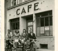 Met vrienden onderweg, Echternach, 1947