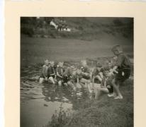 Chiro Melle, waterspel op kamp in Maboge, 1961