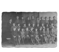 Klasfoto meisjesschool (lager onderwijs) te Balegem, jaren 20