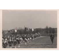 Jeugdfanfare op voetbalplein, Sint-Lievens-Houtem, 1968