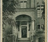 Hoofdingang, Sint Franciscusinstituut, Melle
