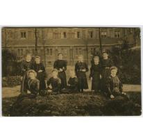 In de tuin, Sint Franciscusinstituut, Melle, 1923