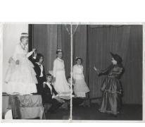 Scène van een schooltoneel Sint-Lievensinstituut, Sint-Lievens-Houtem, 1966