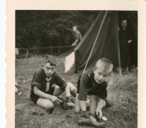 Chiro Melle, schoenen poetsen, Frahan, Ardennen, 1962