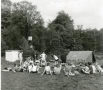 Chiro Melle, spel met blinddoeken, Kruisstraat Melle, 1965?