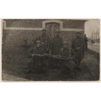 Achiel Haegeman tussen andere soldaten, WO I, 1914-1918