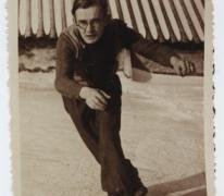 Schaatsen op koer fabriek Saey, Sint-Lievens-Houtem, 1935-1945