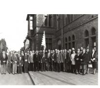 Groepsfoto kaartmaatschappij Aelmoesenijevrienden, Oosterzele, 1988