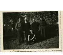 Familie Dooreman met twee soldaten, Sint-Lievens-Houtem, 1940-1945