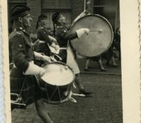 Trommels in bevrijdingsstoet, Sint-Lievens-Houtem, 1940-1945