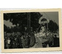 Praalwagen in bevrijdingsstoet, Sint-Lievens-Houtem, 1940-1945