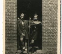 Chiro Melle, met pennoen op kamp, Bonheiden, 1945