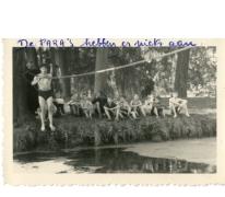 Chiro Melle steekt beek over, Egenhoven, 1950