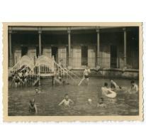 De chirojongens in het zwembad van College Melle, 1955