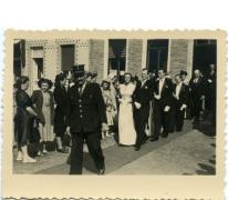 Huwelijk voor oud gemeentehuis, Sint-Lievens-Houtem, 1949