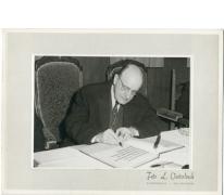 Minister Theo Lefevre tekent Gulden Boek, Oosterzele, 1965