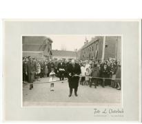 Minister Theo Lefevre knipt lint, Oosterzele, 1965