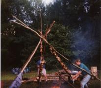 Kip aan 't spit op kamp van chiro Geertrui, Gembes, 1994