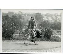Op kop tijdens fietstocht chiro Melle, Luxemburg, 1970