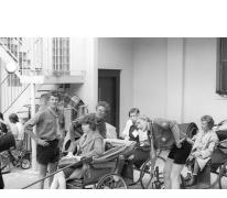 Ziekenvervoer door chiro Melle, Lourdes, Frankrijk, 1975