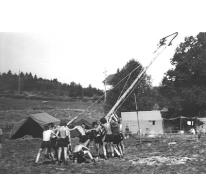 De mast van chiro Melle op kamp, Manderfeld, 1973