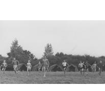 Chiro Melle speelt 'Dikke Bertha' op kamp, Molenbeersel, 1976