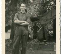 Jozef Poppe als kok op chirokamp, Moulbaix, 1952