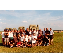 Groepsfoto in Stonehenge, Engeland, 2000.