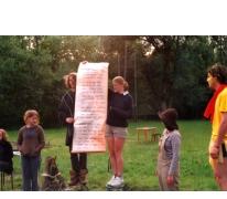 Aanleren van het kamplied, Berlare, 2002.