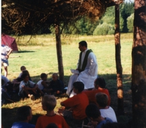 Misviering op kamp, Opont, 1999.