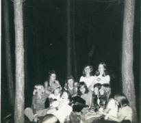 Zangstonde in het bos chiro Geertrui, Grote Brogel, 1975
