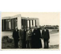 Kerkraad en COO-leden bij Mémorial du Mardasson, Bastogne, 1960