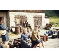 Chiro Melle Geertrui. Klaar voor de terugreis naar Melle.  Elmen Tirol, 1968.