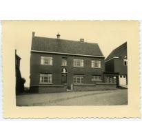 Vroegere kloostergebouw voor afbraak, Landskouter, 1978