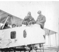 Gezagvoerder en piloot in een Gotha-vliegtuig, 1917