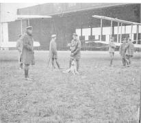 Piloot Radke op het vliegveld van Sint-Denijs-Westrem, 1917