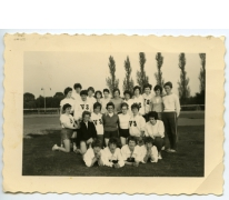 Eerste vrouwendelegatie van vrouwenatletiek 'Vlierzele Sportief', Sint-Lievens-Houtem, 1961