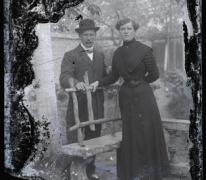 Staand portret, koppel in tuin, Melle, 1910-1920