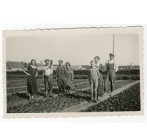 Familie Wulteputte op de bloemisterij, Lochristi, 1934