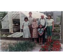 Arthur De Neve met kleinkinderen, Oosterzele, jaren 1980.