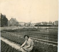 Rachel Braeckman tussen de azalea's, Heusden, jaren 1950