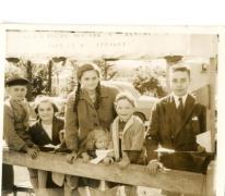 Familie Mabilde op de Livinusfeesten, Sint-Lievens-Houtem, 1957