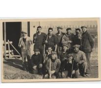 Arbeiders tijdens herstellingswerken aan de St. Onkomenakerk, Bavegem, 1947-1954