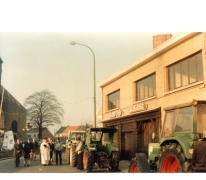 Traktorwijding aan café Tower Pub, Oosterzele, 1988