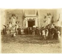 Inwijding van beelden, westergevel Sint-Martinuskerk, Melle, 1902