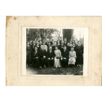 Groepsfoto families Van De Sype, Van Bever, De Moor, Oosterzele, 1950 (?)