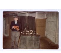 """Café """"'t Roosken"""", schutter met prijs, 1970-1980"""