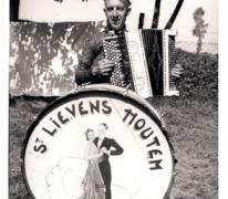 Livinusfeest, muzikant met instrumenten, Sint-Lievens-Houtem, 1957