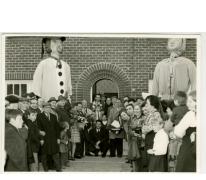 Kampioen van de duivensport met de reuzen Bacchus en Bacchante, Sint- Lievens- Houtem, jaren '60