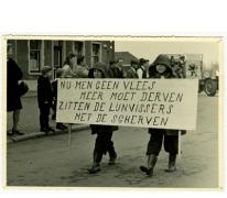 Robert De Landsheer en Paul Hendrickx in de Bacchusstoet, Sint- Lievens- Houtem, 1960-1970